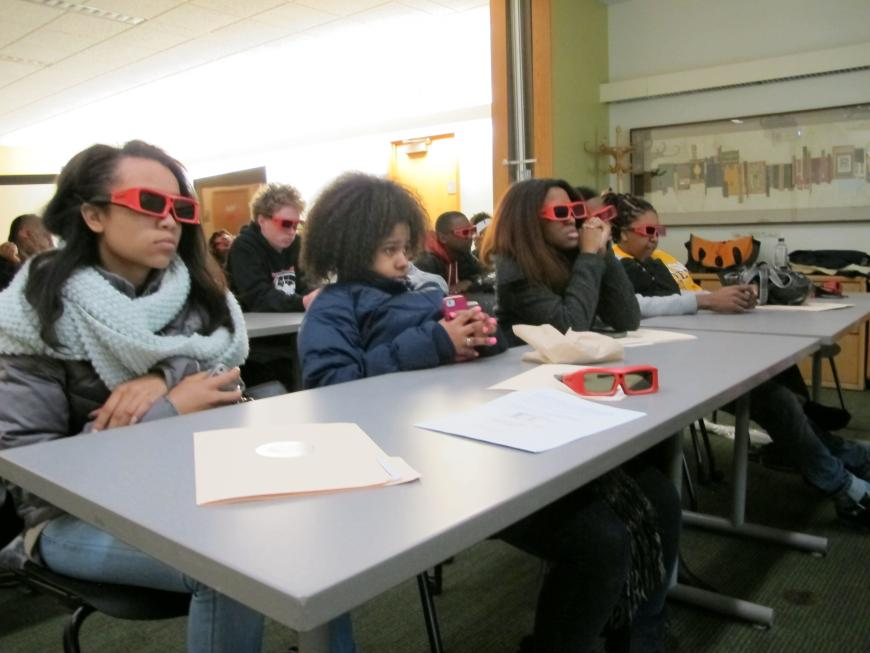 Kenwood Academy students experience #D visualization in the Kathleen A. Zar Room. Photo by RCC.
