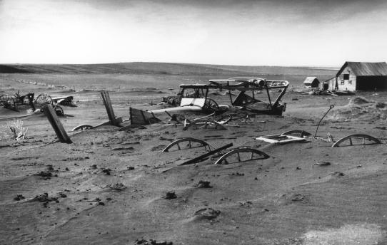 Farm destroyed by a dust storm. Image courtesy of USDA.
